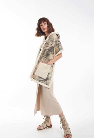 VADA: Reversible cape shawl with palm print