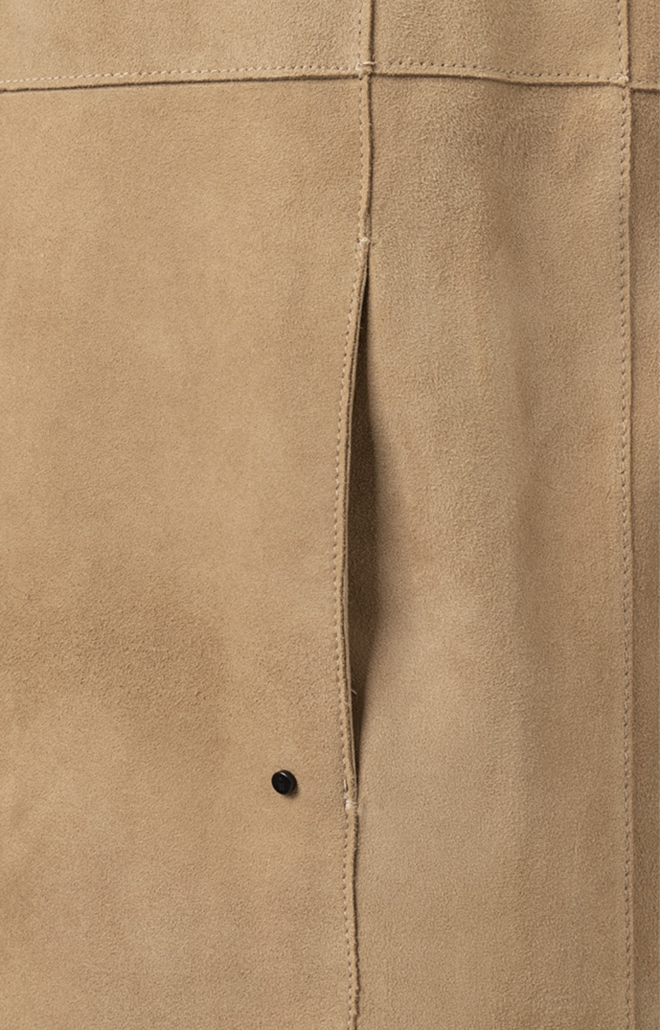 TORI: Simple short coat in goatskin suede