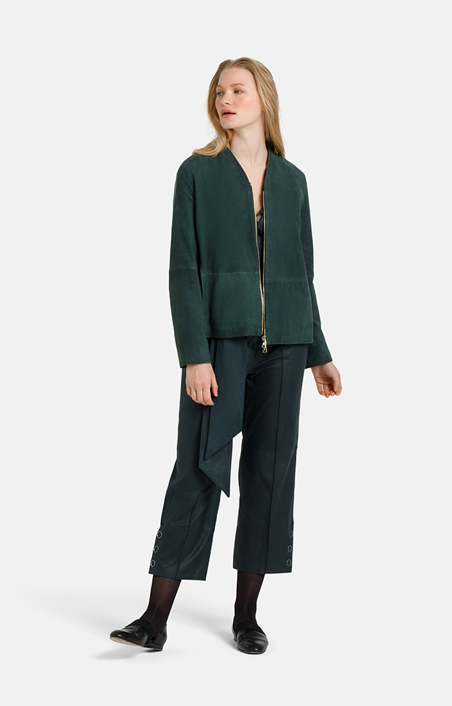 CHIU: puristic short jacket with inverted ple