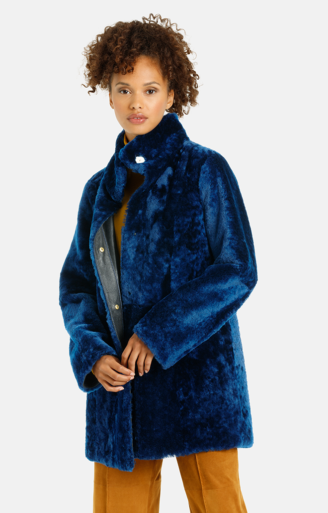 Noelle: Casual short coat in royal blue